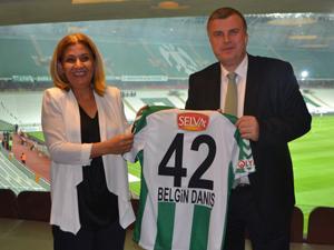 Konyaspor Kulübü, sağlık sponsorunu ödüllendirdi