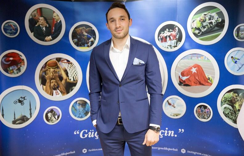 Sportslab, Milli Hentbolcu Can Çelebi'ye sponsor oldu
