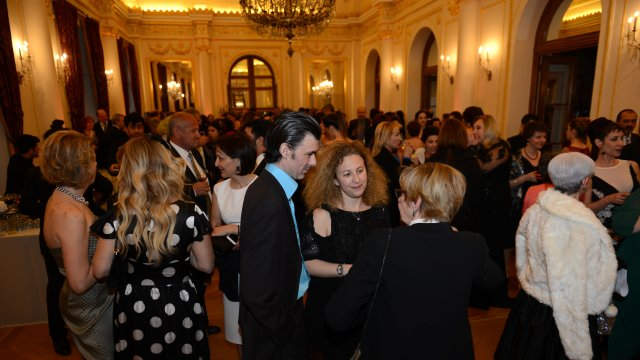 Cacharel, Fransız Lisesi Sainte Pulchérie'nin balosuna sponsor oldu