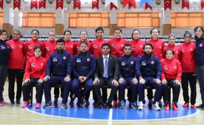 Adore Mobilya ve İşitme Engelliler Kadın Futsal Milli Takımı Sponsorluğu
