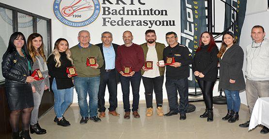 Badminton Federasyonu Sponsorlarına Plaket Verdi