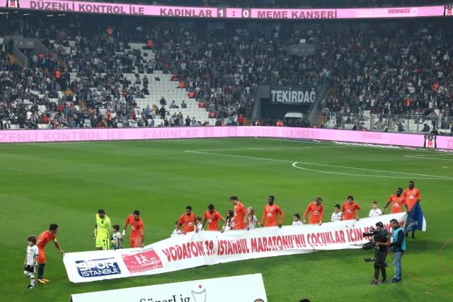 Beşiktaş, Yarı Maraton Pankartıyla Maça Çıktı