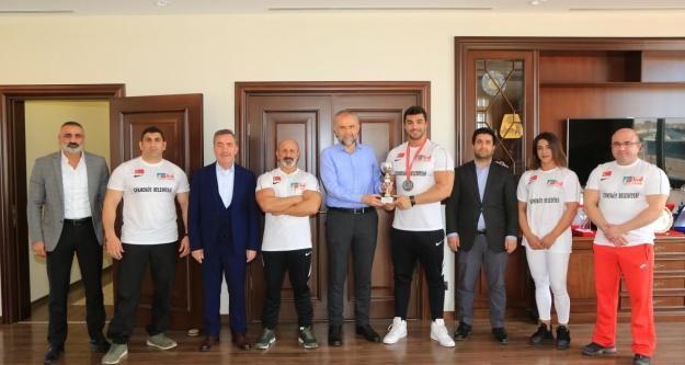 Çekmeköy Belediyesi, Vücut Geliştirme Sporcularına Sponsor Oldu