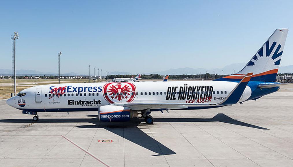 SunExpress Uçağını Eintracht Frankfurt'un Renklerine Boyattı