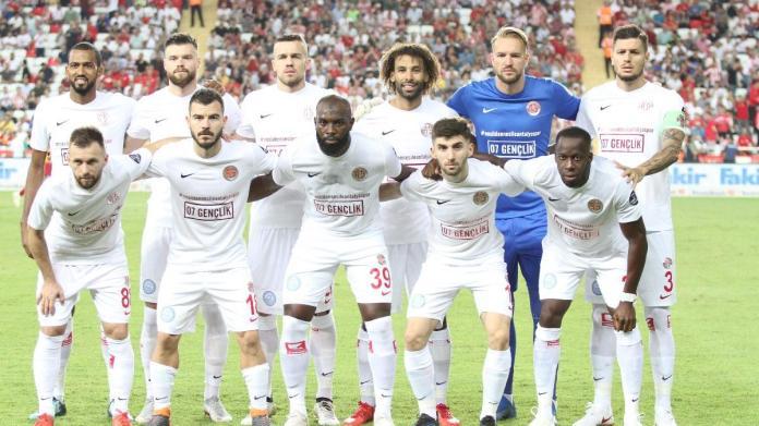 07 Gençlik Taraftar Grubu Antalyaspor'un Galatasaray Maçına Sponsor Oldu