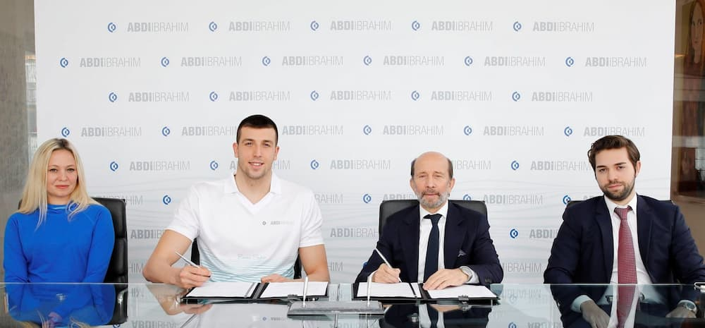 Abdi İbrahim Milli Yüzücü Emre Sakcı ile 4 Yıllık Sponsorluk Anlaşması İmzaladı